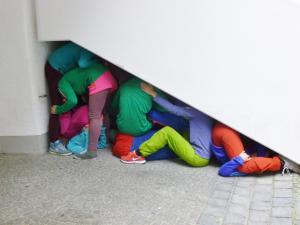 """Lücke gefülltDie Bildserie entstand bei einem Rundgang durch die Altstadt von Regensburg mit """"Bodies in urban Spaces"""""""