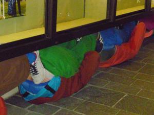 """sehr bequemDie Bildserie entstand bei einem Rundgang durch die Altstadt von Regensburg mit """"Bodies in urban Spaces"""""""